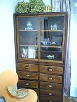 ルビー先生の事務所の棚
